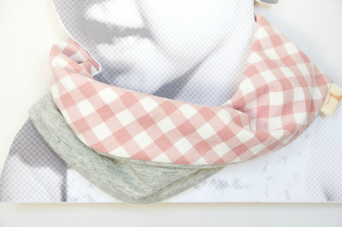 Baby girl scarf bib. Infinity scarf. Chic drooler bib. All cotton. Baby, Kids. Pink gingham and grey