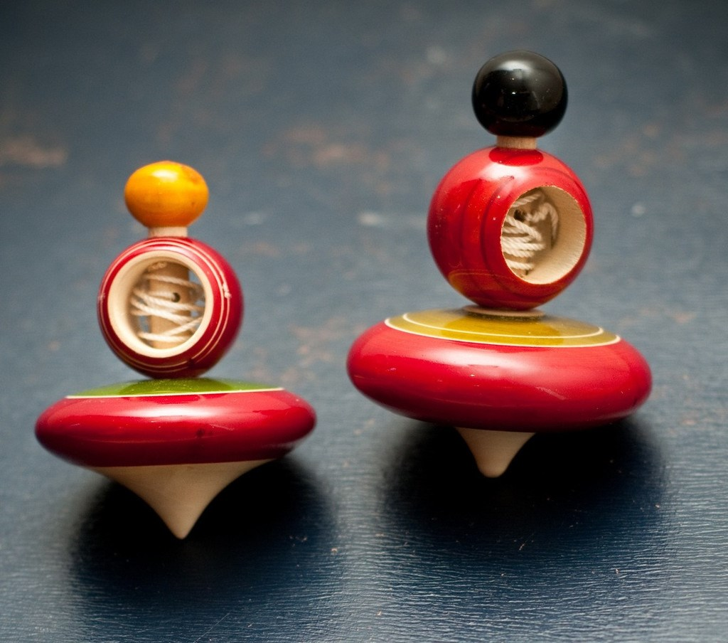 Set of 2 String Spinning Tops
