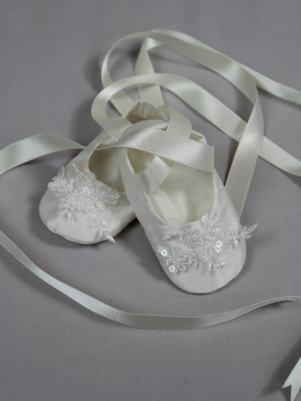 Cameo Silk Christening Booties in Ivory