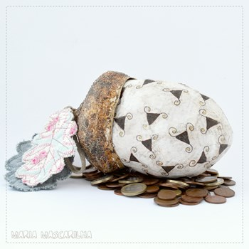 Acorn Money Bank - spinning triangles