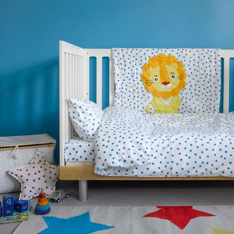 Star lion baby cot quilt